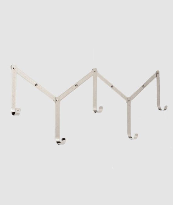 Cabideiro com 5 ganchos feito de metal com design exclusivo que imita uma régua. A peça ideal para incluir na sua decoração.