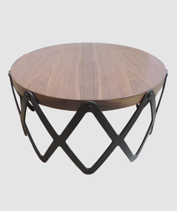 A mesa de centro catedrales é feita de nogueira americana natural fosca com café fosco